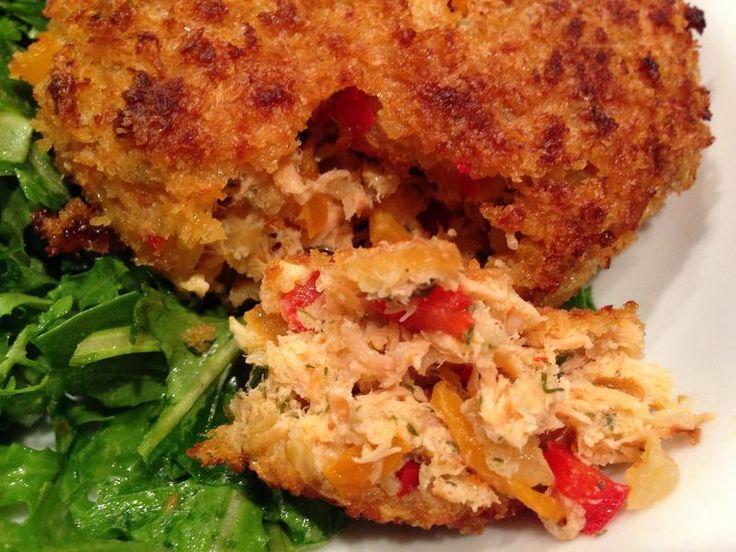 http://lesrecettesdebomma.com/galettes-au-saumon-et-fromage/    #recettes #poisson