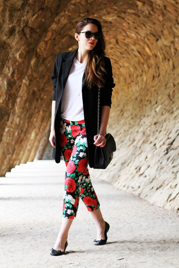 floreal pants, a white tee, a long black blazer, sunglasses and a pair of ballerinas. Of course my Chanel bag and red lips <3  www,ireneccloset.com