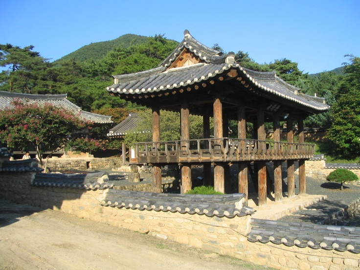 Byungsanseowon, a Confucian college halls, South Korea. One of the most beautiful Korean traditional architecture; Perfect harmony of the halls with the surrounding nature 병산서원, 안동시 풍천면, 하회마을