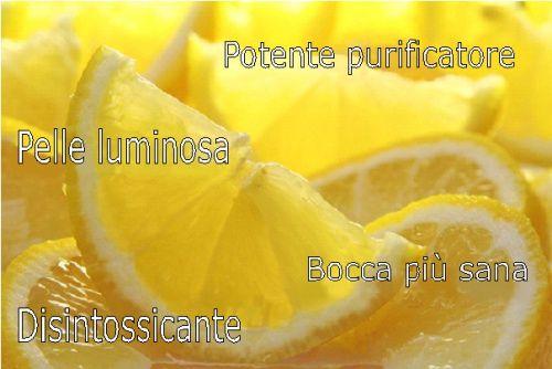 Il limone presenta numerosi benefici per la pelle: aiuta a sbiancare le macchie, curare l'acne e donarle una speciale luminosità .
