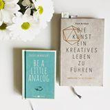 """Zwei wundervolle Bücher, in denen ich immer mal wieder lese: """"Be a little analog"""" von Julius Hendricks und """"Die Kunst ein kreatives Lebens zu leben"""" von Frank Berzbach.  #ilovereading #ichliebebücher #igreads #booklover #bookblogger #bücherlesen #lesenisttoll #analog #kreativ #inspirationpur #inspiration #frankberzbach #juliushendricks"""