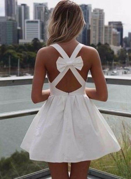 Robe courte, dos-nu avec un petit noeud pour le lendemain du mariage