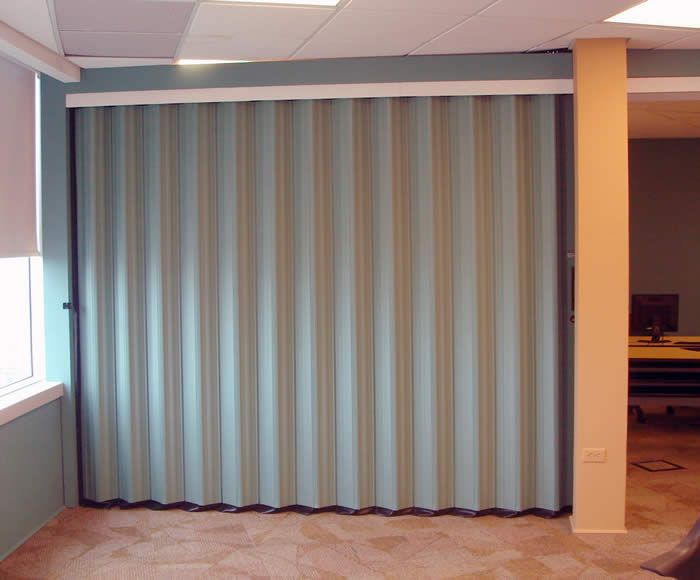 Retractable interior walls tranzform side folding for Interior folding doors