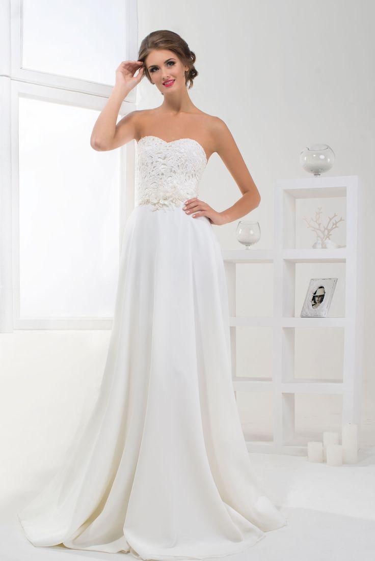Krásne svadobné šaty s čipkovaným živôtikom bez ramienok a jednoduchou padavou sukňou