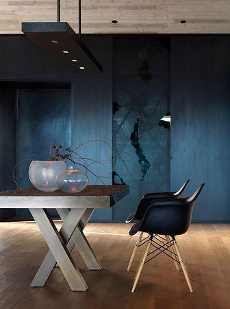 Mooie kleuren en prachtig rustieke meubels.