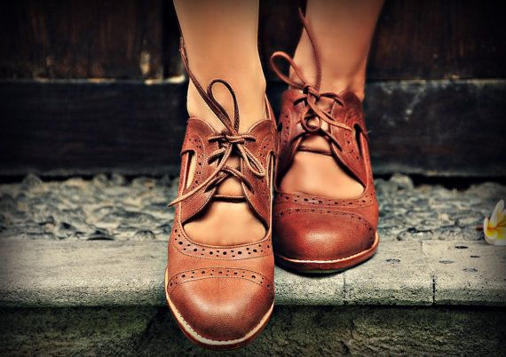 STOCKHOLM. Brown leather booties / brown oxfords / womens leather booties / brown boots / leather brogues. Available in different leather