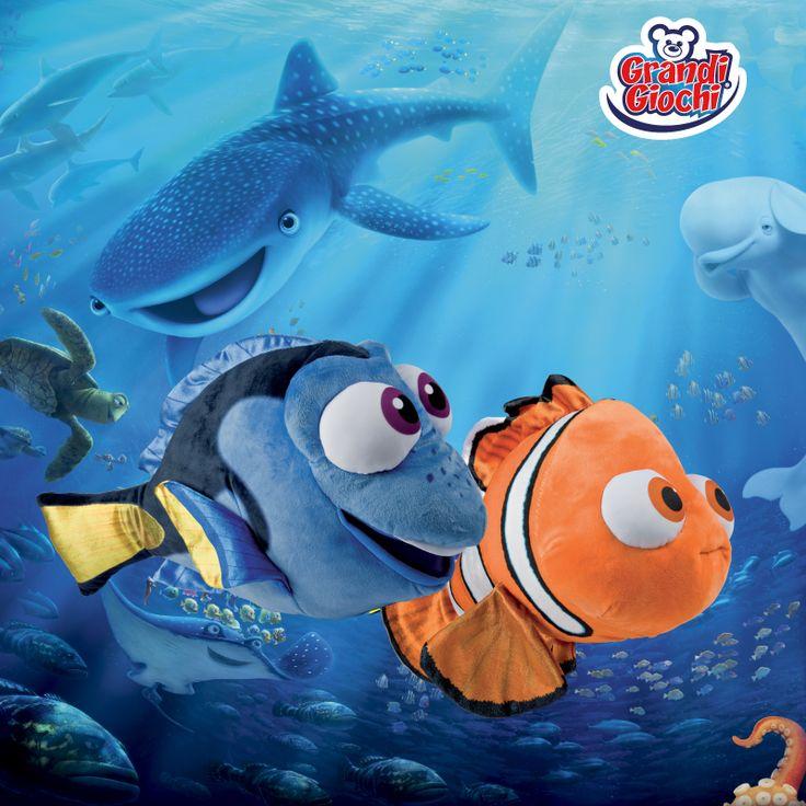 """Un anno fa nei cinema esce il film d'animazione Disney """"Alla ricerca di Dory""""! Lo hai già visto?🌊🐠🐟🌊 Cerca i peluches dei fantastici protagonisti Dory e Nemo, nei negozi di giocattoli."""
