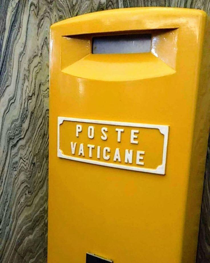 AMANHÃ é dia de Museu Vaticano GRÁTIS!  . A Capela Sistina fica lá dentro! Que tal escrever um cartão postal para os seus maiores amores (sua família e amigos do coração)? .  Lá dentro do museu você pode comprar cartões postais - ou leve o seu - e pode comprar selos do vaticano e postar lá! Sim com o carimbo do Vaticano! Super especial! . Já foi ao museu do Vaticano? Tague uma foto com #emroma que eu quero ver! . Tem post com várias dicas la no blog: http://ift.tt/2qi5pFb . Lembre-se que nós…