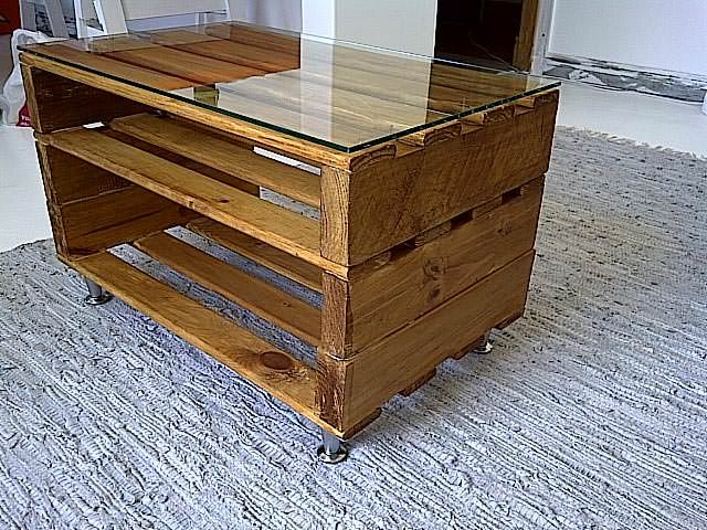 I like this coffee table, what a great use of #RecycledPallet, #Wood