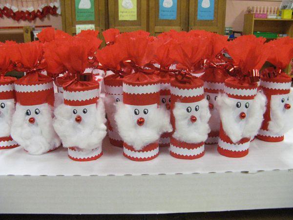 Cet après-midi, dans la bonne humeur, petits et grands ont bricolé pour le marché de Noël. Les Pères Noël vous donnent rendez-vous vendredi soir (le 12.12) et samedi (13.12) au marché de Noël. Ils souhaitent trouver des familles pour les accueillir !!!