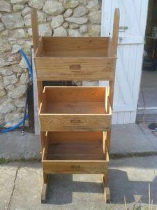 Meuble réalisé avec des caisses en bois                                                                                                                                                                                 Plus