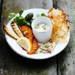 ZTRDG kookt recepten van het seizoen en maakt een november-dipje met gegrilde groente. Lees meer op ZTRDG.nl.