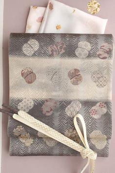 【楽天市場】【となみ織物】謹製 西陣織袋帯 となみ帯 柳に蹴鞠柄 横段 絹和紙布:きもの 和<なごみ>