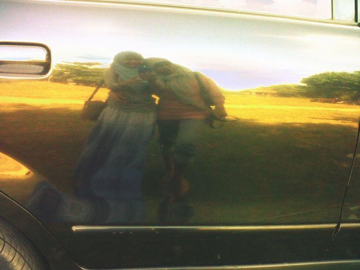 my mother....sedang sunset seperti cermin dan kita ada di pintu mobilll