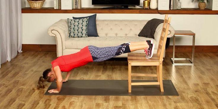 10 упражнений для всего тела, которые можно выполнять со стулом - Лайфхакер