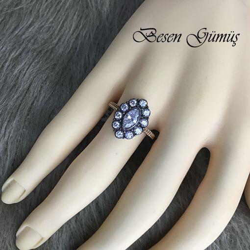 Oval Zirkon Taşlı Elmas Montürlü Bayan Gümüş Yüzük Fiyat : 59,00 TL  SİPARİŞ için www.besengumus.com www.besensilver.com  İLETİŞİM için Whatsapp 0 544 6418977 Mağaza 0 262 3310170  Maden : 925 Ayar Gümüş Taş : Zirkon Kaplama : Rose ve Siyah Rodaj  Besen Gümüş  #besen #gümüş #takı #aksesuar #oval #zirkon #taşlı #elmas #montürlü #yüzük#izmit #kocaeli #istanbul #besengumus #tasarım #moda #bayan