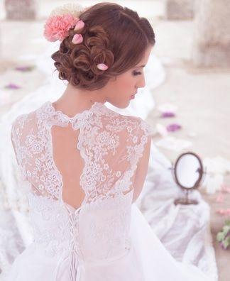 Ha szeretnél olvasni egy cikket a különleges menyasszonyi ruhákról.