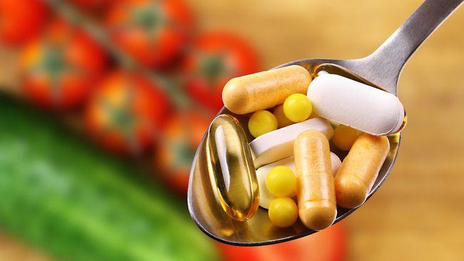 Uống thuốc bổ sung Các viên thuốc bổ sung như vitamin và canxi ngày càng được nhiều người tin dùng với mong muốn giúp cơ thể khỏe mạnh hơn. Tuy nhiên, cứ uống tùy tiện trước lúc đi ngủ sẽ hại sức khỏe hơn cả và khiến bạn chết sớm hơn bạn nghĩ đấy.    Bổ sung các loại thuốc bổ trước giờ ngủ khiến...  http://cogiao.us/2016/12/31/dung-khien-minh-chet-tre-voi-nhung-hanh-dong-thuong