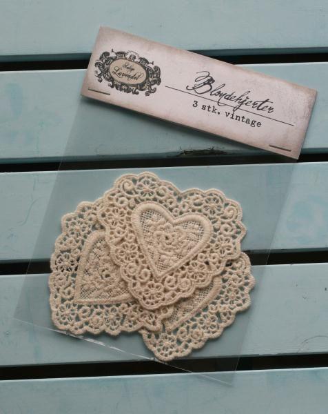 Beautiful vintage lace-hearts,  www.madamea.no
