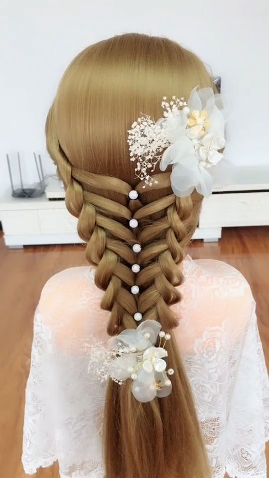 Every style of bride's hair deserves careful consideration . Only in this way the hairstyle can be 100% satisfied. It has the magic to attract people to a glance. Among the latest popular bride's hairstyles, there is a group of Curly Hairstyles that look like piled up. More hairstyle videos click on our website #curlybraids