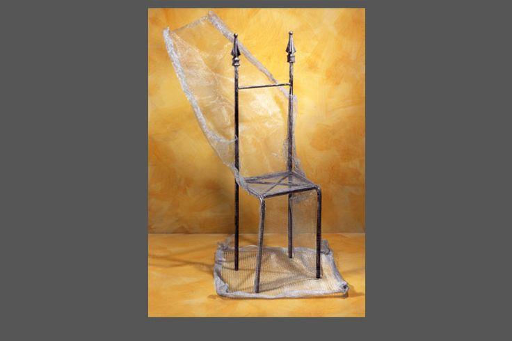 Sliding chair - seduta in struttura tondino di ferro con rete lavorata a mano.