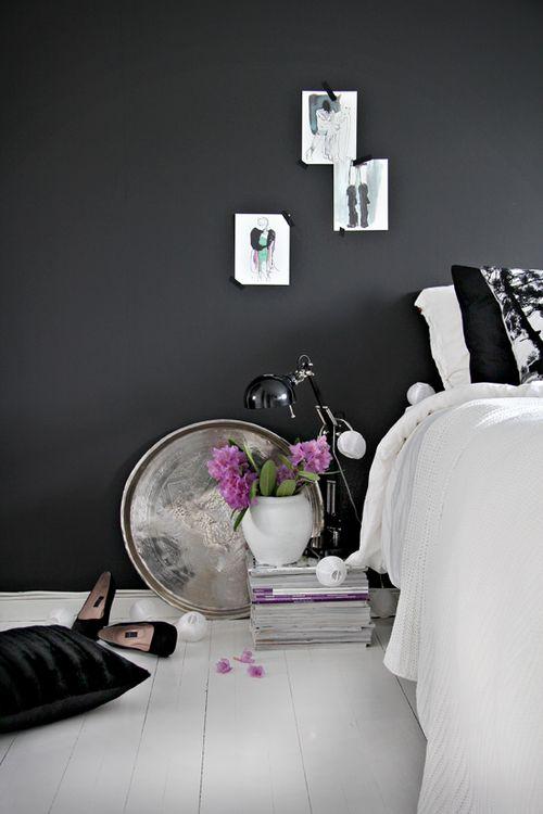Dark walls and white accessories