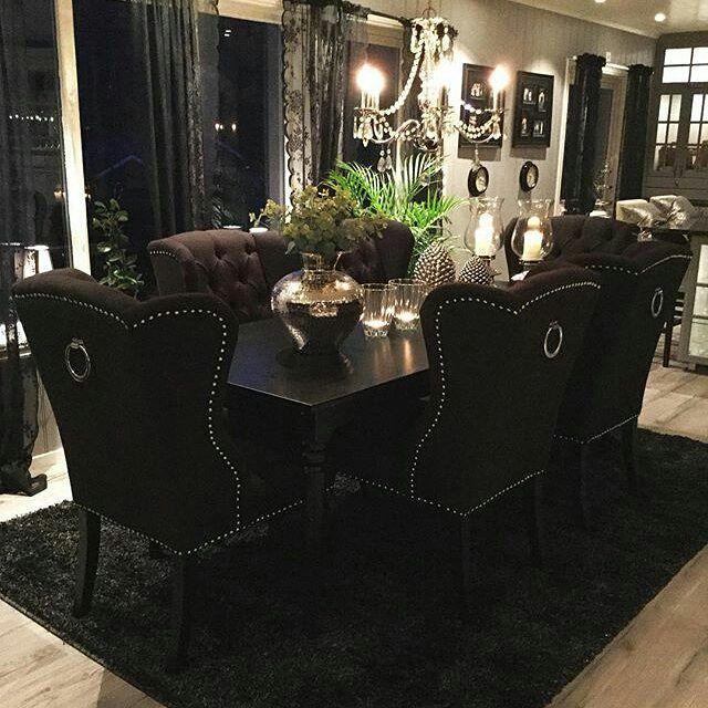 Nydelig hos #Repost @home_by_hege  Er det mulig å bli forelsket i møbler? Jeg tror det  Veldig fornøyd med våre nye stoler fra @classicliving  So happy with our new dining chairs  #louisvingestolsortlux #interior #interior9508 #interiør #interiores #interior123 #classicliving #livingroom #stue #interior #spisestue #spisestuestoler #diningroom #passion_4_home_decor #passion4home #passion4interior #classyinteriors #charminghomes #finehjem #vakrehjem