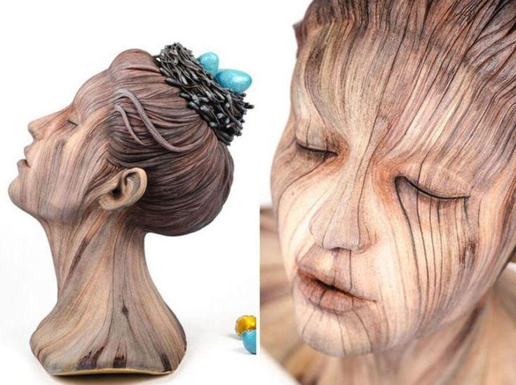 Недавно, гуляя по просторам интернета, случайно наткнулась на работы молодого американского художника Кристофера Дэвида Уайта (Christopher David White). Он только в 2012 году закончил университет штата Индиана. За время учебы создал множество работ. Самое удивительное в его скульптурах — это иллюзия. Иллюзия древесины, сажи, графита. Все работы этого талантливого скульптора сделаны из керамики, но полностью имитируют разные материалы.