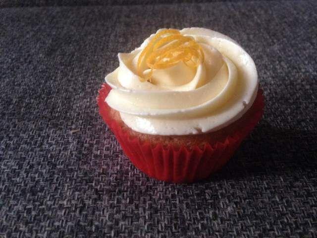 csokolades_narancsos_cupcake_vanilias_olasz_vajkremmel-tortaiskola