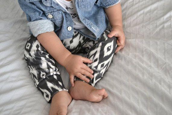 organic leggings in b&w tribal organic baby by ourlittlelullaby