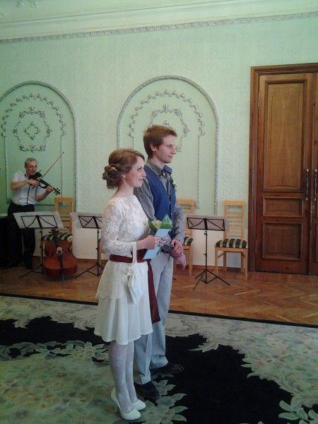 """Подробный рассказ о своей свадьбе от самой невесты Дины, праздновали в Нижнем Новгороде, без банкета, с завтраком и разными приключениями. Цитата: """"Мне хотелось продумать все от свадебных трусов до французского маникюра, и все продумалось."""""""