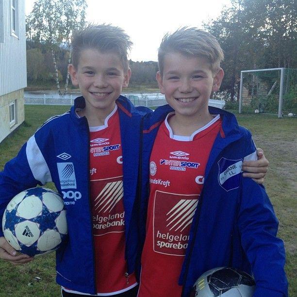 Snart klare for fotballkamp mot Mosjøen.  #fotballkamp#trofors#grane#gledeross - Marcus & Martinus ♪ (@marcusandmartinus)