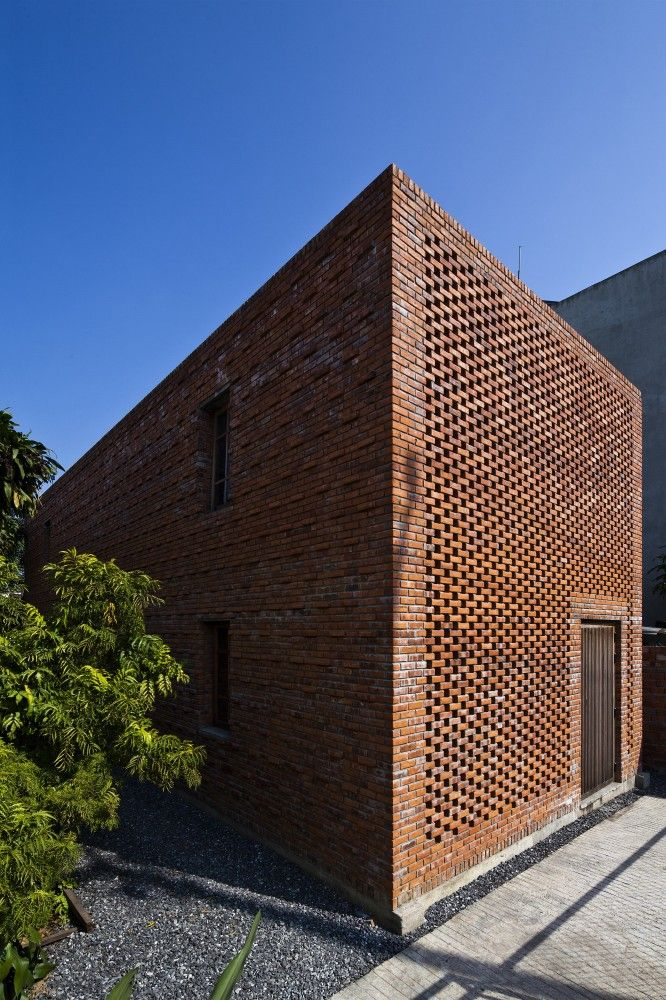 brick - solid and open. Termitary House / Tropical Space