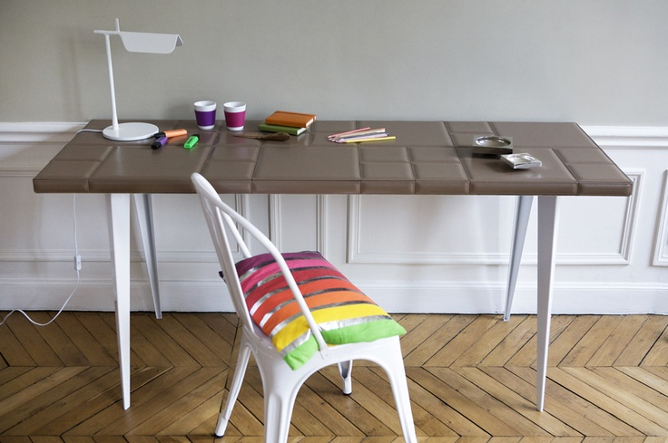 16 best cuir au carr images on pinterest sign. Black Bedroom Furniture Sets. Home Design Ideas