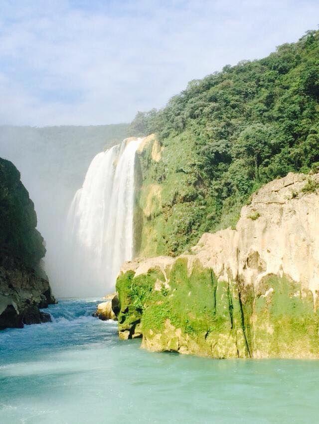 """""""Cascada de Tamul"""" Huasteca Potosina SLP Tamul es considerada la caída de agua más espectacular del país. Ahí, se pueden apreciar como el río Gallinas cae sobre el río Santa María, originando así el río Tampaón. Es una cascada estruendosa con una caída de 105 metros; en época de lluvias su cortina que puede alcanzar los 300 metros de ancho. Para llegar hasta esta maravilla es necesario navegar en lancha durante una hora y admirarla desde abajo. Vista desde la lancha antes de llegar a la…"""