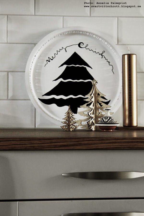 DIY: Bricka med gran. Black and white for christmas.