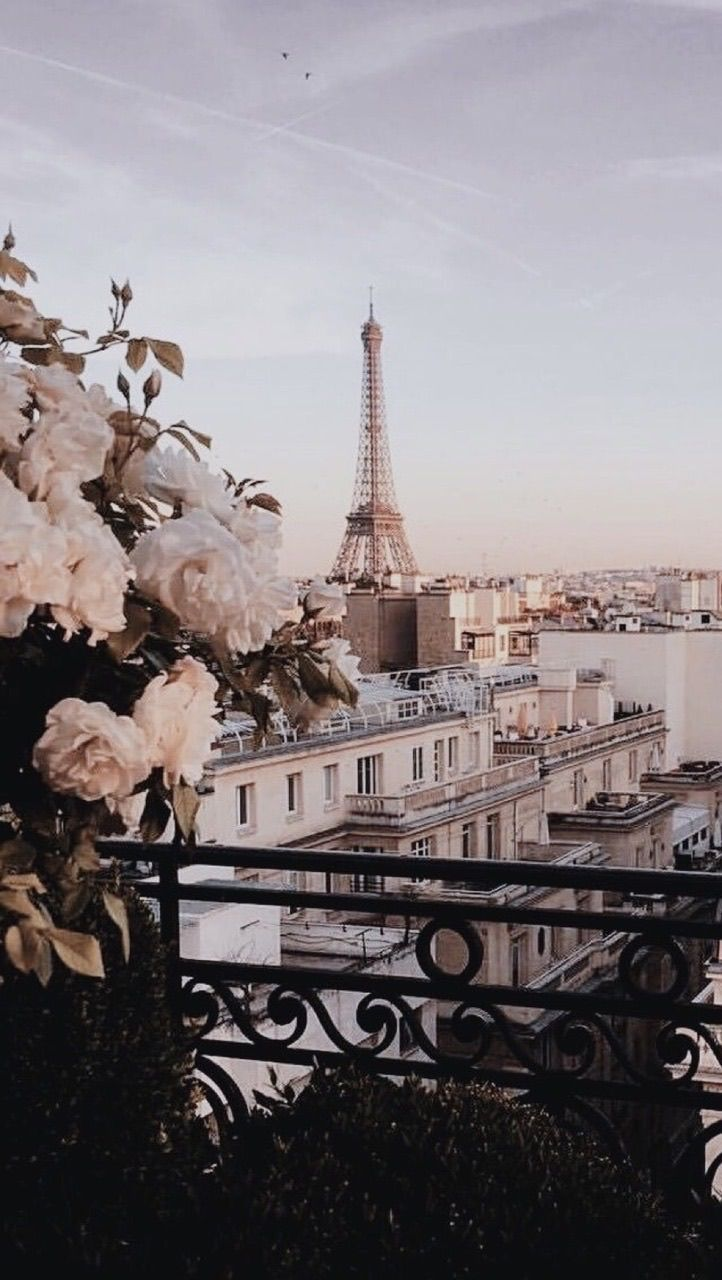 Pin By Andrea Lire On Photography Aesthetic Wallpapers Paris Wallpaper City Wallpaper