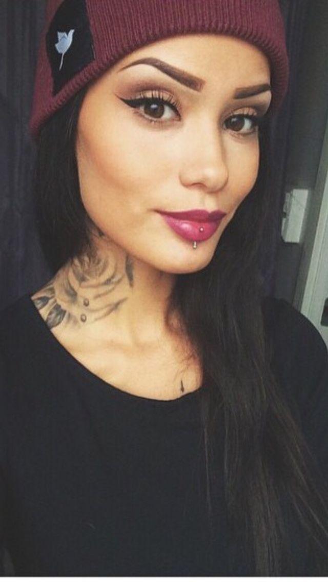 Side Tattoo Neck In 2020 Neck Tattoos Women Girl Neck Tattoos Side Neck Tattoo