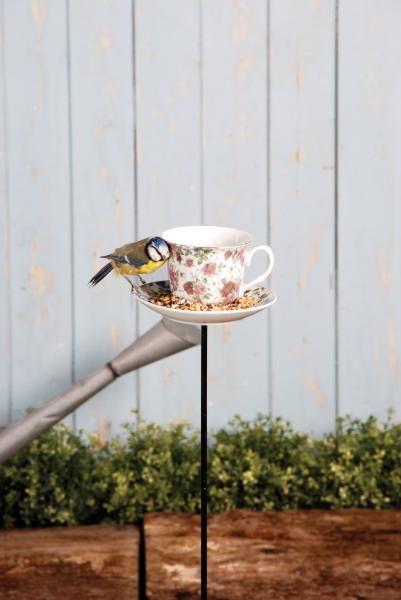 Leszúrható kerámia, teáscsésze alakú madáretető különböző színben.