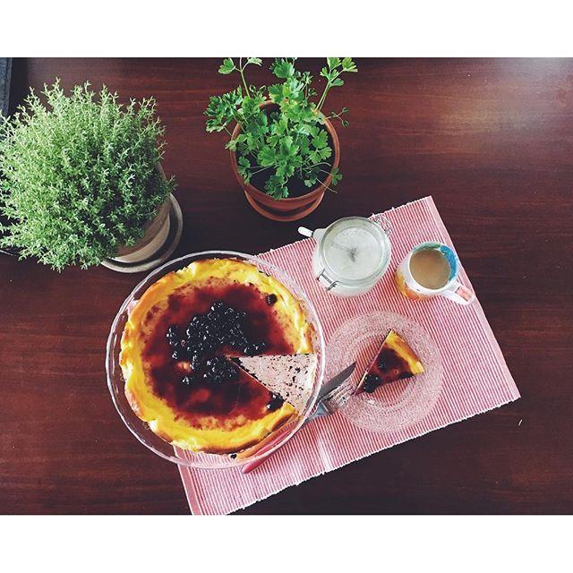 Sunday morning 💞 #morning #breakfast #cheesecake #bluebarry #blueberrycheesecake #coffee #sunday #vsco #vscocam #food #cake #vscofood #home