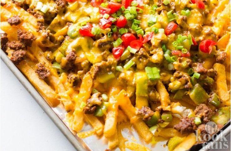 Deze nacho-frietjes zien er echt zo goed uit! Er zijn van die recepten waarvan je niet eens wist dat ze bestonden. Nacho's maken met friet is hier een goed voorbeeld van. Het is het beste van beide werelden en wij hebben het geprobeerd. Onze reactie: wauw! Wij willen nooit meer anders. Wat heb