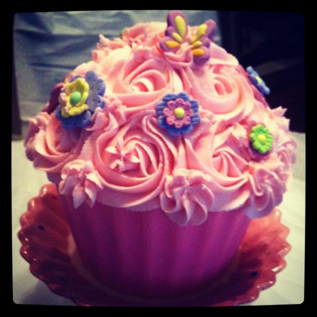 Jumbo cupcake for a 1st birthday girl to dig into...