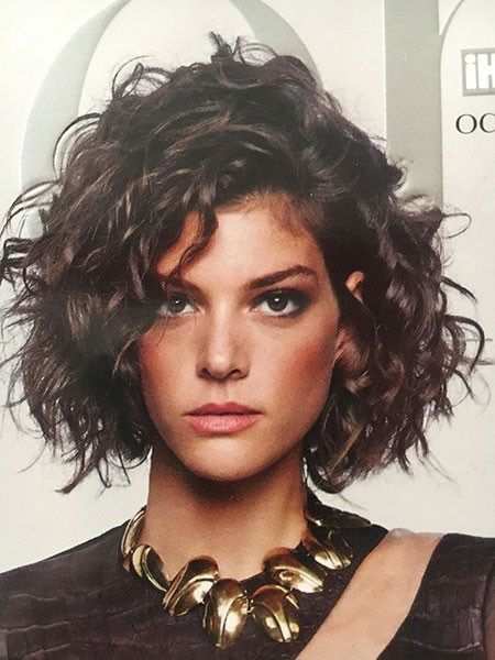 Sensational-Celebrity-Look Chic Short Curly Hairstyles for Women