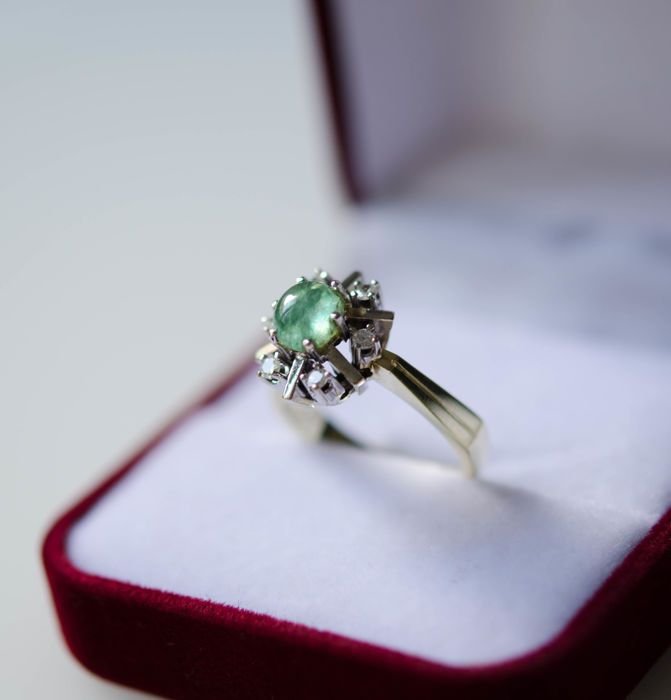 Catawiki online auction house: 14kt gold ring with emerald and diamonds
