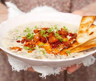 Svampsoppa med kikärtsfräs och tortillachips