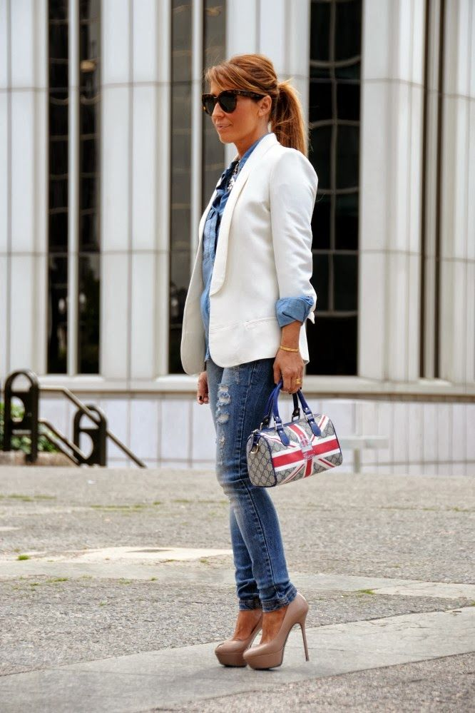 CON DOS TACONES: DENIM & WHITE