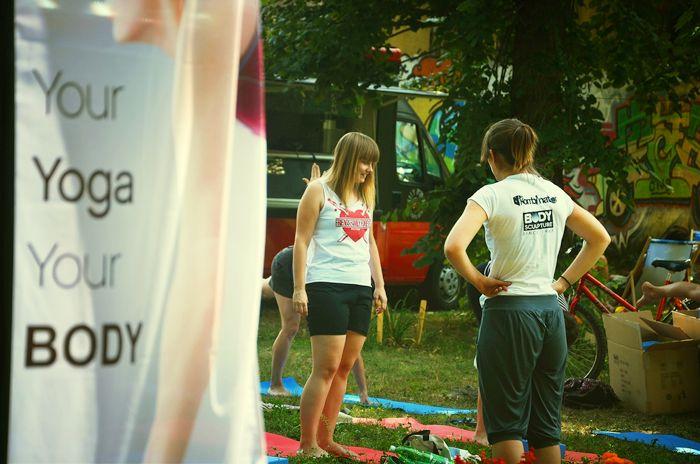 Bacha Sport sponsorem akcji Joge w ogrodzie. Na bezpłatne zajęcia może przyjść każdy, niezależnie od wieku, stopnia zaawansowania, czy posiadania sprzętu - do dyspozycji  uczestników są profesjonalne zestawy do jogi marki Body Sculpture, które na ten cel przekazaliśmy (http://www.sklepfitness.com/p/7/310/zestaw-do-jogi-bb-626--pilates-i-joga-akcesoria-fitness-fitness-.html).