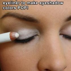 Чтобы любые тени смотрелись ярче на глазах, достаточно просто пройтись по векам матовым карандашом для глаз, а потом нанести тени. Результат налицо.