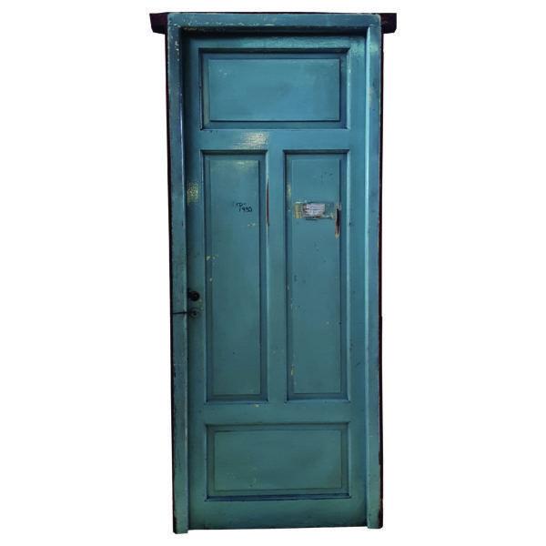 Puerta Cod. 1935 - Puerta de madera cedro, de dos pulgadas de espesor de hoja. Es mano derecha de abrir. Incluye cerradura, no incluye picaportes.