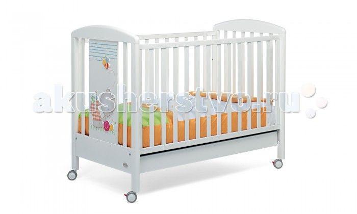 Детская кроватка Foppapedretti Teneri Incontri  Детская кроватка Foppapedretti Teneri Incontri – это современные технологии и высокое качество материалов для самого комфортного и безопасного сна вашего малыша. Дно, регулируемое в двух положениях, и опускающаяся передняя стенка кроватки сделают ее использование максимально удобным для мамы.  Кроватка оснащена вместительным двухсекционным ящиком и прорезиненными колесиками с фиксаторами для ее легкого перемещения. Отсутствие углов и идеальная…